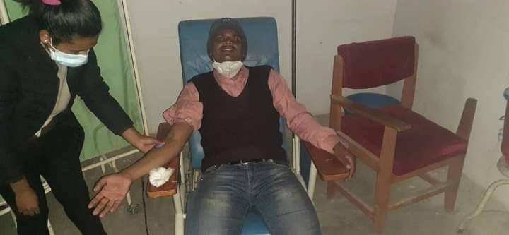 पत्रकार न्यौपानेले गर्रे रक्तदान